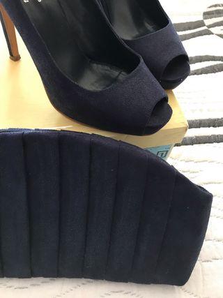 Zapatos azul oscuro y bolso fiesta