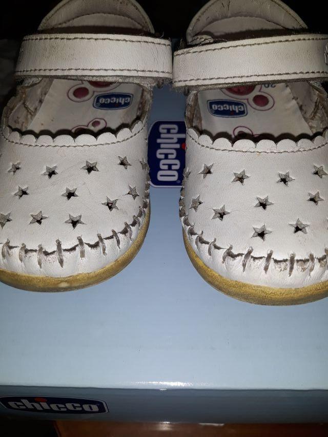 280136247 Zapatos niña CHICO de segunda mano por 10 € en Zaragoza en WALLAPOP