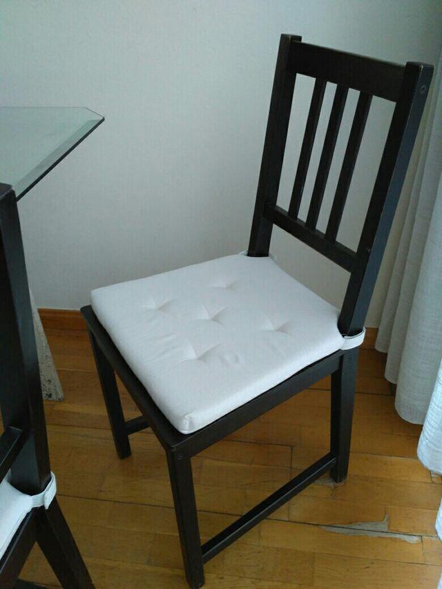 Juego de 4 sillas comedor ikea, madera y negras de segunda mano por ...