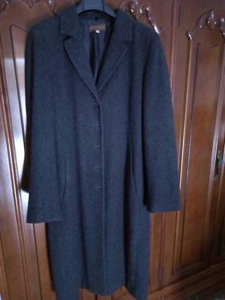 Abrigo largo de mujer.