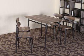 Mesa de madera + 4 sillas