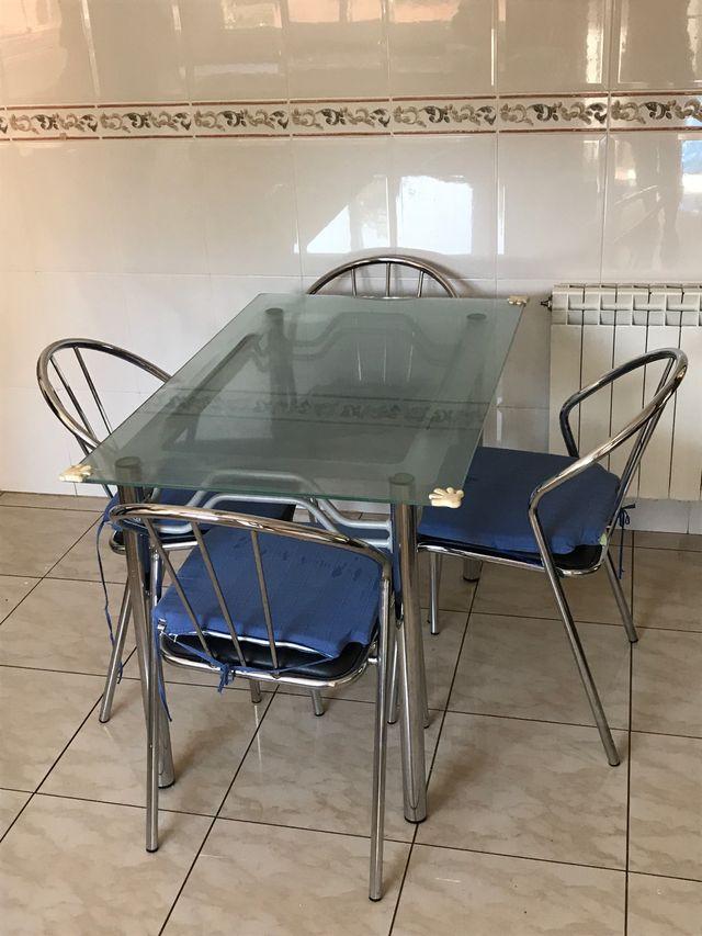 Mesa y 4 sillas cocina o terraza de metal de segunda mano por 28 ...