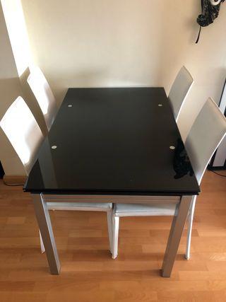 Mesa de cristal templado y 4 sillas de polipiel