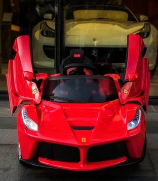 Coche eléctrico. Ferrari.