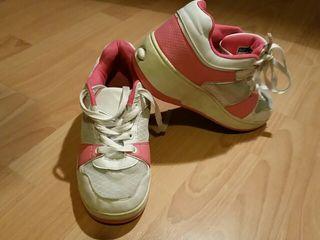 Botines. Zapatos deportivos con ruedas. Heelys. D