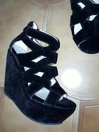 zapatos de cuña negros de tersiopelo negros
