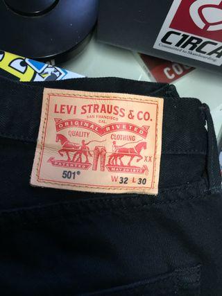 Vaqueros Levi's negros