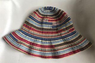 chapeau souple multicolore vent et le soleil