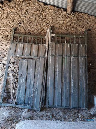 Portones de madera. Puerta exterior.