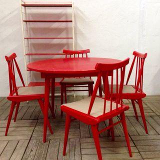 Mesa redonda vintage y sillas