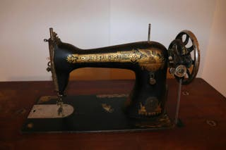 Máquina de coser SINGER 15K26, con mueble