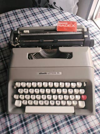 "Máquina de escribir ""Olivetti"""