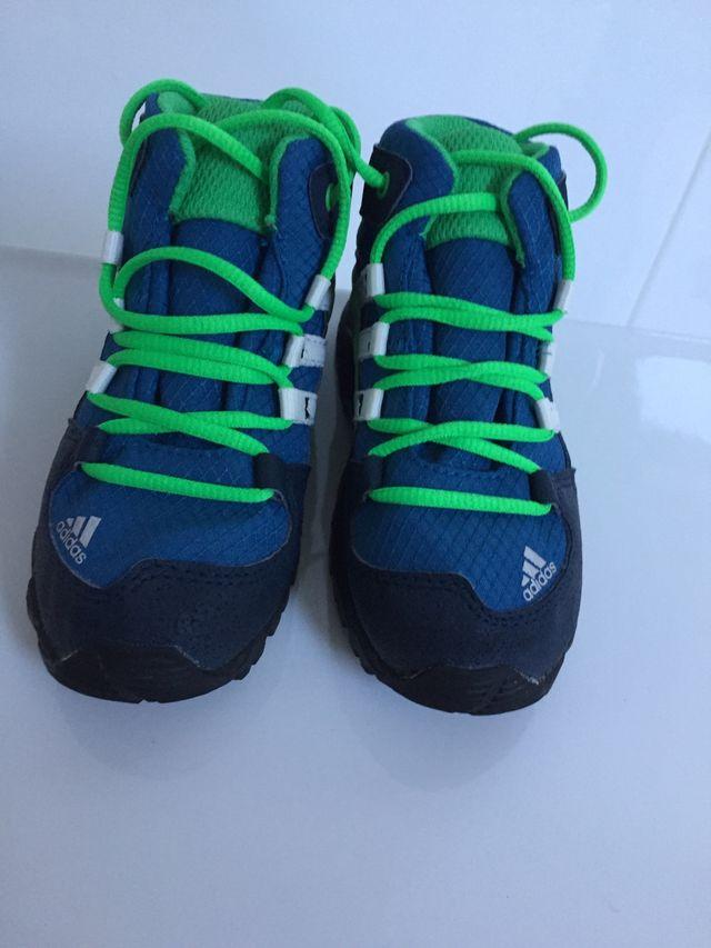 Bota Adidas núm 25 con gore-tex