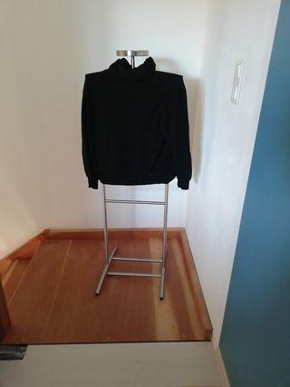 pull noir avec col