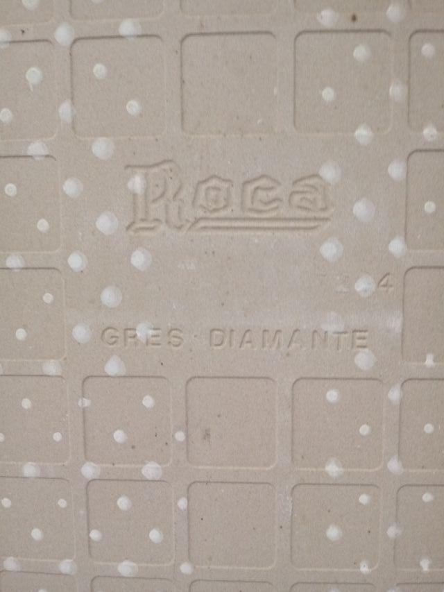Cuadro con gran azulejo de gres diamante Roca