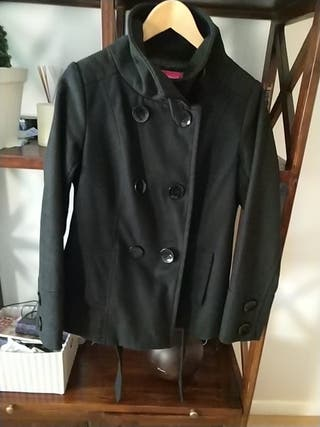 2 abrigos ,negro mas corto /Gris mas largo.