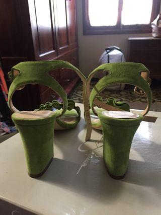 Zapatos tacón ante