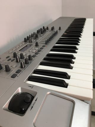 Novation X-Station - Sintetizador / Teclado Midi