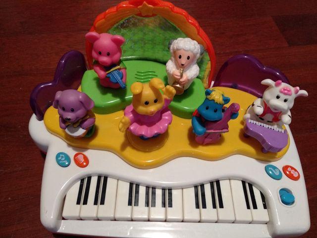Piano de juguete, con pilas