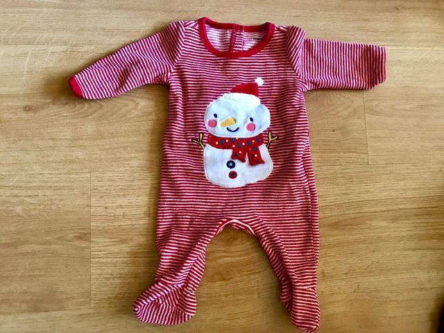 657c013f3b Cinco pijamas para recién nacidos (hasta 2 meses) de segunda mano ...