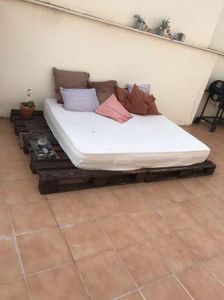 Cama estérior con colchón viscoelastico