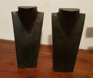 Expositores joyas o bisutería de madera.
