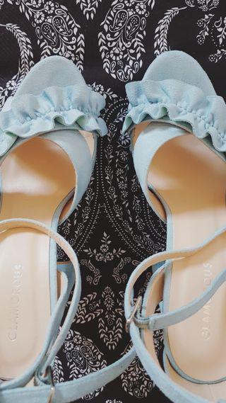 Sandalias de tacón.