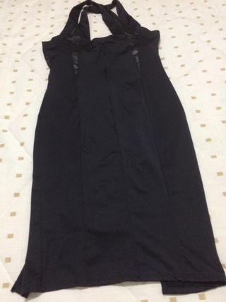 elegante vestido negro corto