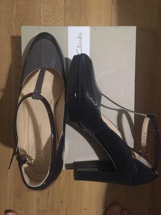 Zapato tacón clarks