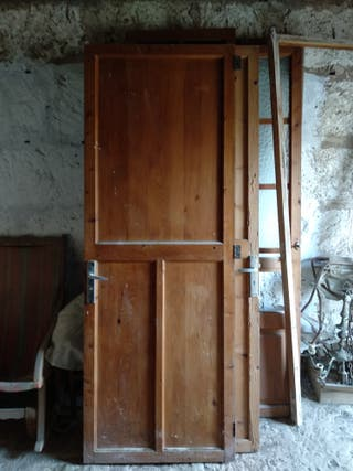 Puerta madera.