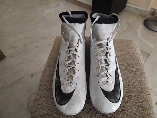"""Botas de fútbol """"Nike Mercurial CR7""""N°Pie 39."""