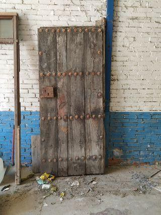 portones madera antiguos tachonados de segunda mano en