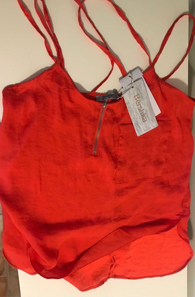 Camisa coral, talla M, sin estrenar, con etiqueta.