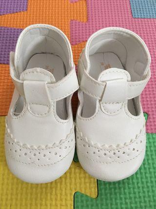 Zapatos blancos MAYORAL