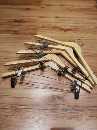 5 Perchas de madera con pinzas