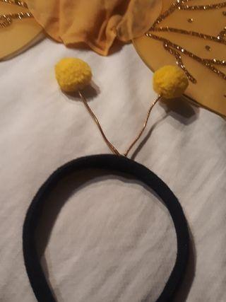 Alas y antenas de disfraz de abeja.