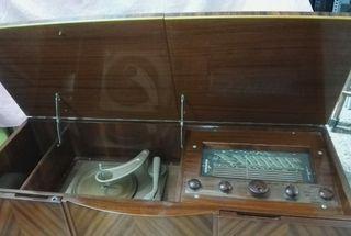 Mueble Radio-tocadiscos antiguo SKANTIC