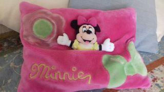 cojin con Minnie