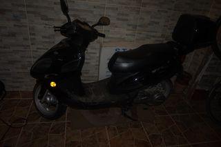 scooter como nueva con 1700 km reales.