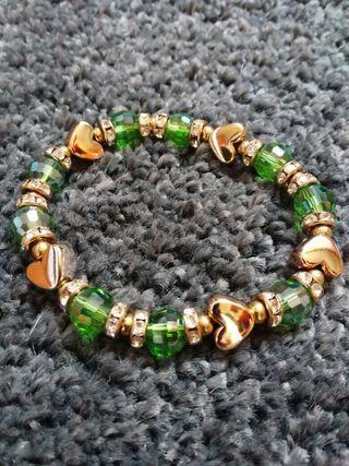 Pulsera dorada y piedras verdes Regalo