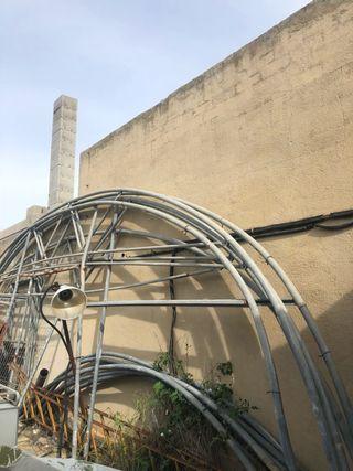Invernadero estructura de segunda mano por 200 en urbanitzacio bera en wallapop Estructuras invernaderos segunda mano