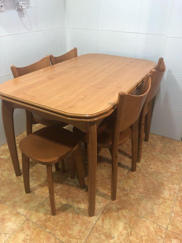 Mesa de cocina (madera) con 4 sillas y 2 taburetes de segunda mano ...