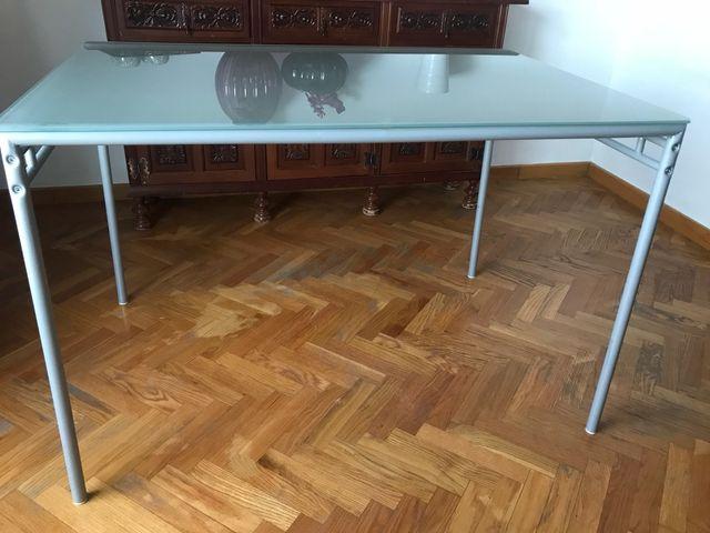 Mesa de comedor o cocina LAVER de Ikea de segunda mano por 22 € en ...