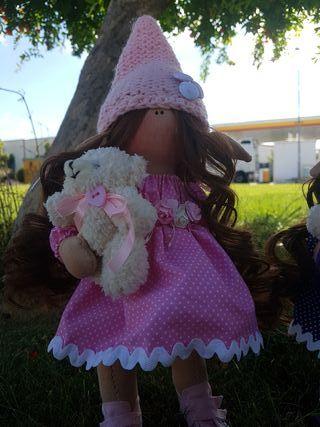 Muñeca rusa duende rosa