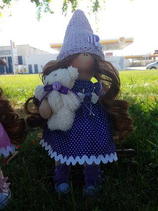 Muñeca rusa duende morado