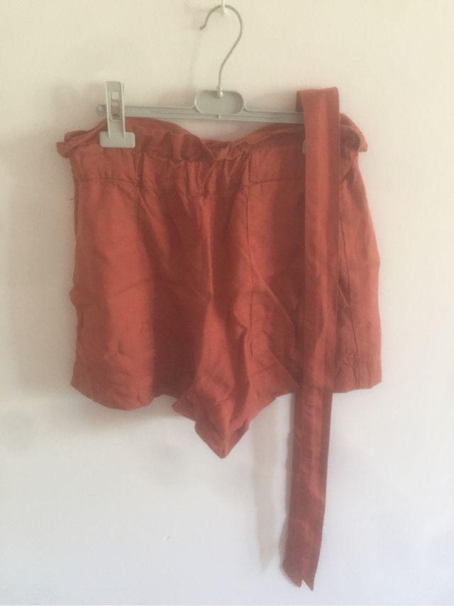 Shorts naranjas