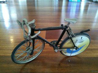 mechero bicicleta antiguo