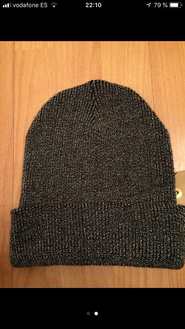 Gorro invierno negro con brillos plateados