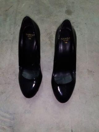 Zapatos de vestir Mango talla 36 color negros.