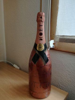 botella Moet exposición